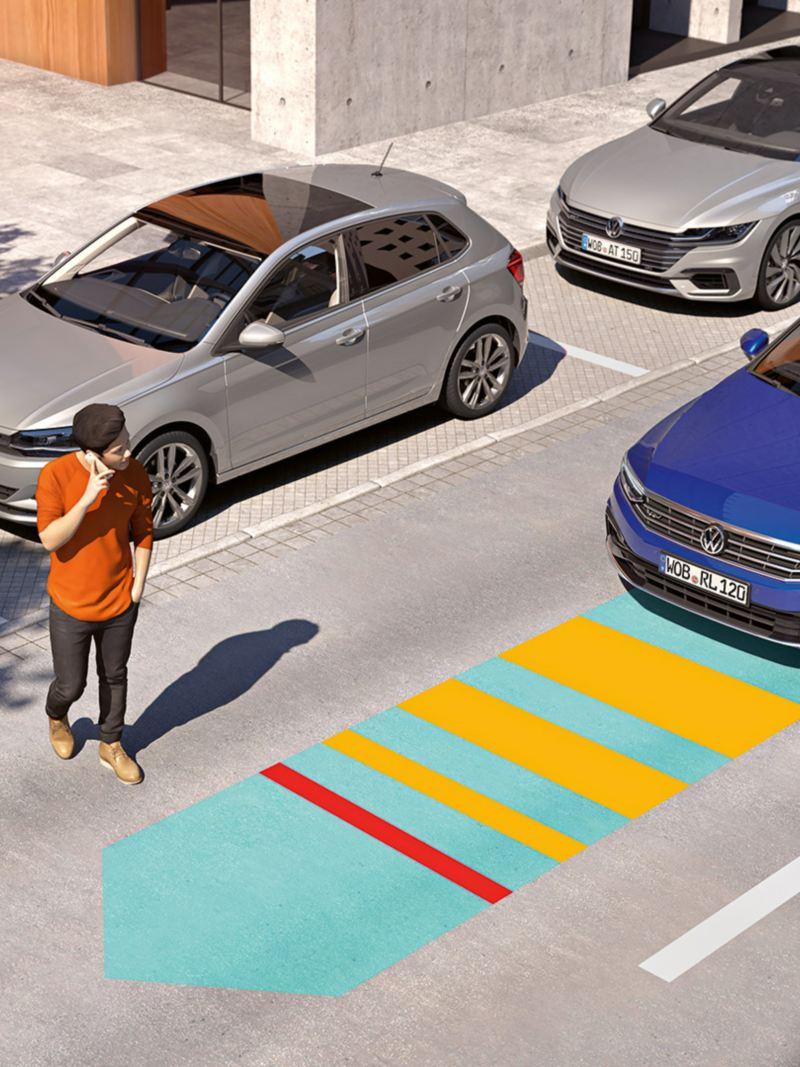 """Un uomo attraversa la strada davanti a Volkswagen Passat, visualizzazione grafica della sensoristica del """"Front Assist"""""""