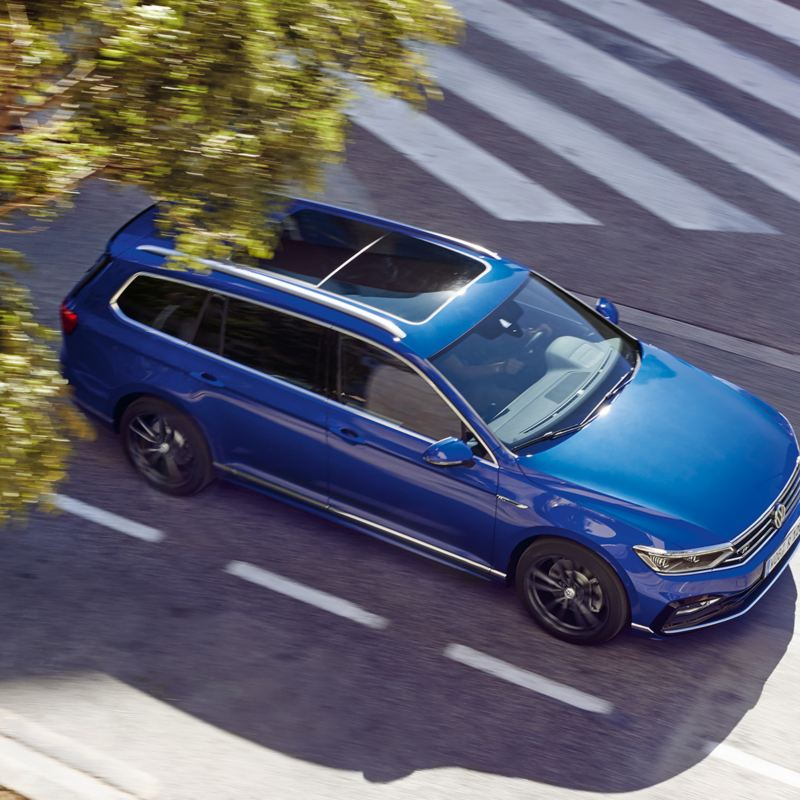 Modello Volkswagen Passat R Line guidata in città