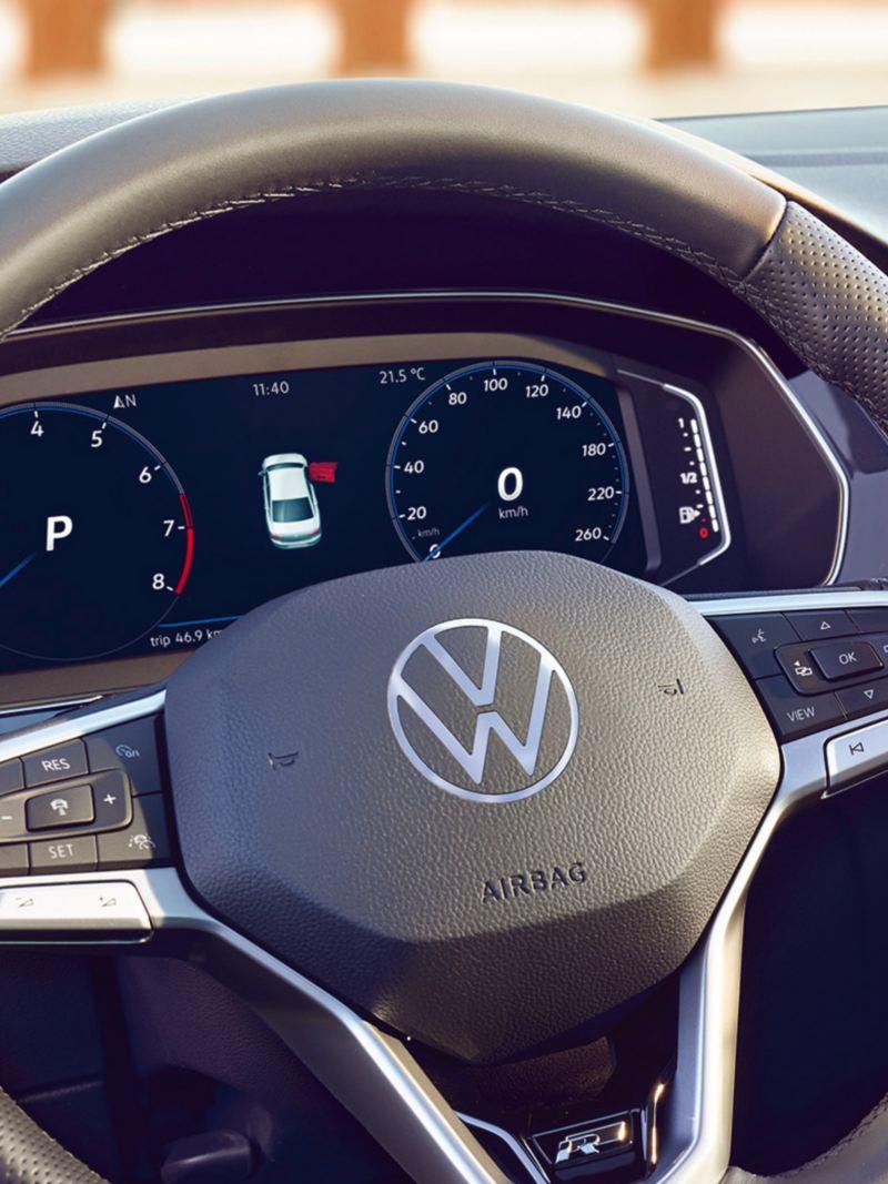 Passat Digital Cockpit mit Navigationsansicht im Zentrum