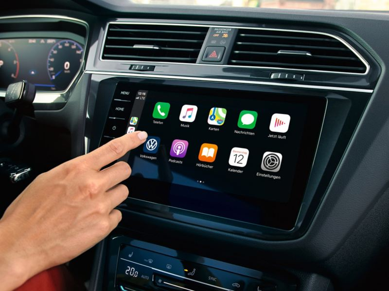 "Apple CarPlay z systemem nawigacyjnym Car-Net ""Discover Pro""."