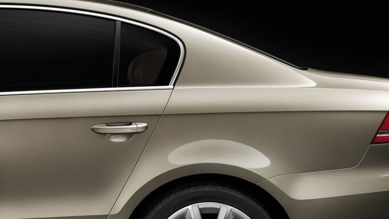 Ein VW Passat von der Seite betrachtet