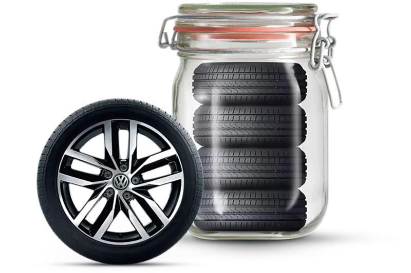 4 pneus dans un bocal et une roue se trouve au premier plan