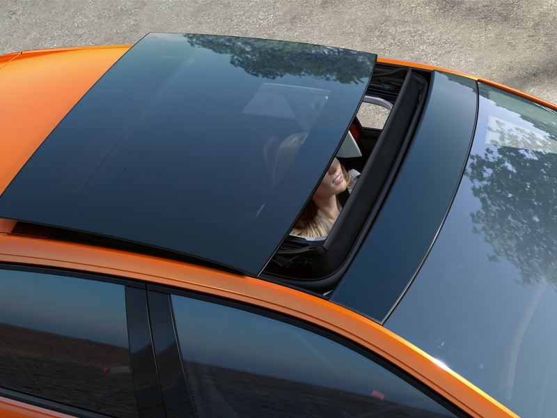 Panoramic sunroof semi open
