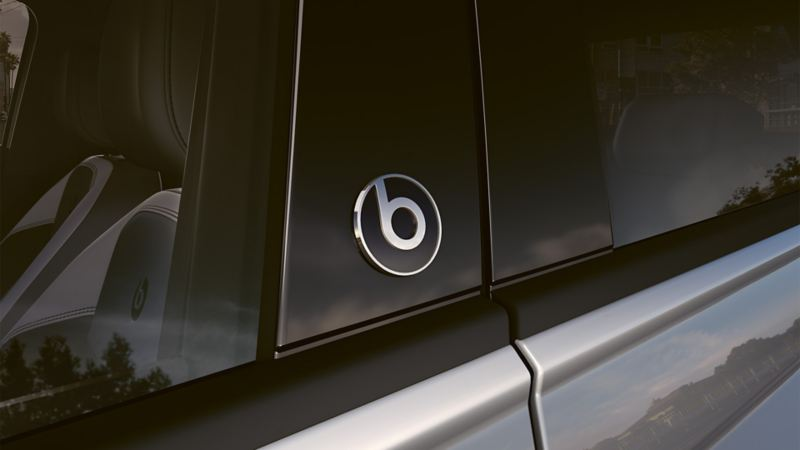 "VW Polo beats in detail with ""beatsaudio"" -Logo"