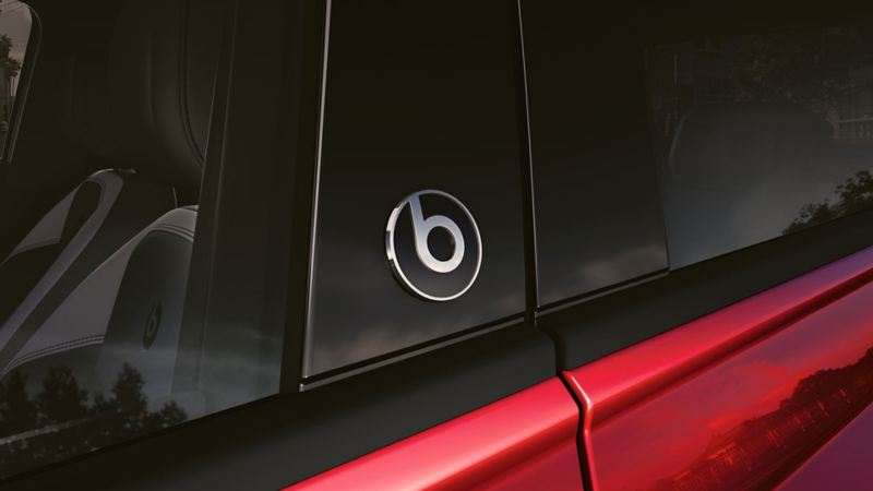 "Volkswagen Polo beats com o detalhe do logo ""beatsaudio"""