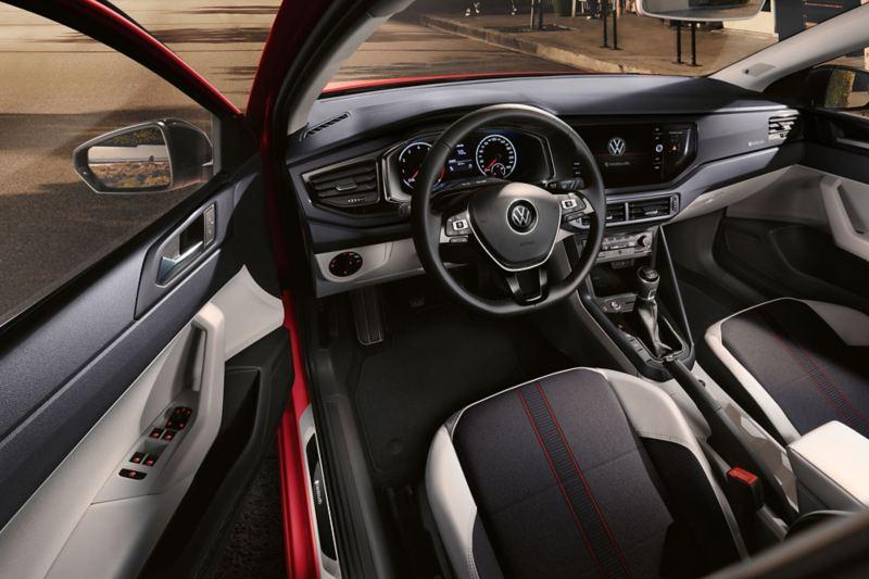 """Habitáculo do VW Polo beats com embaladeiras com logótipo """"BeatsAudio"""" e elementos decorativos em """"Velvet Red"""""""
