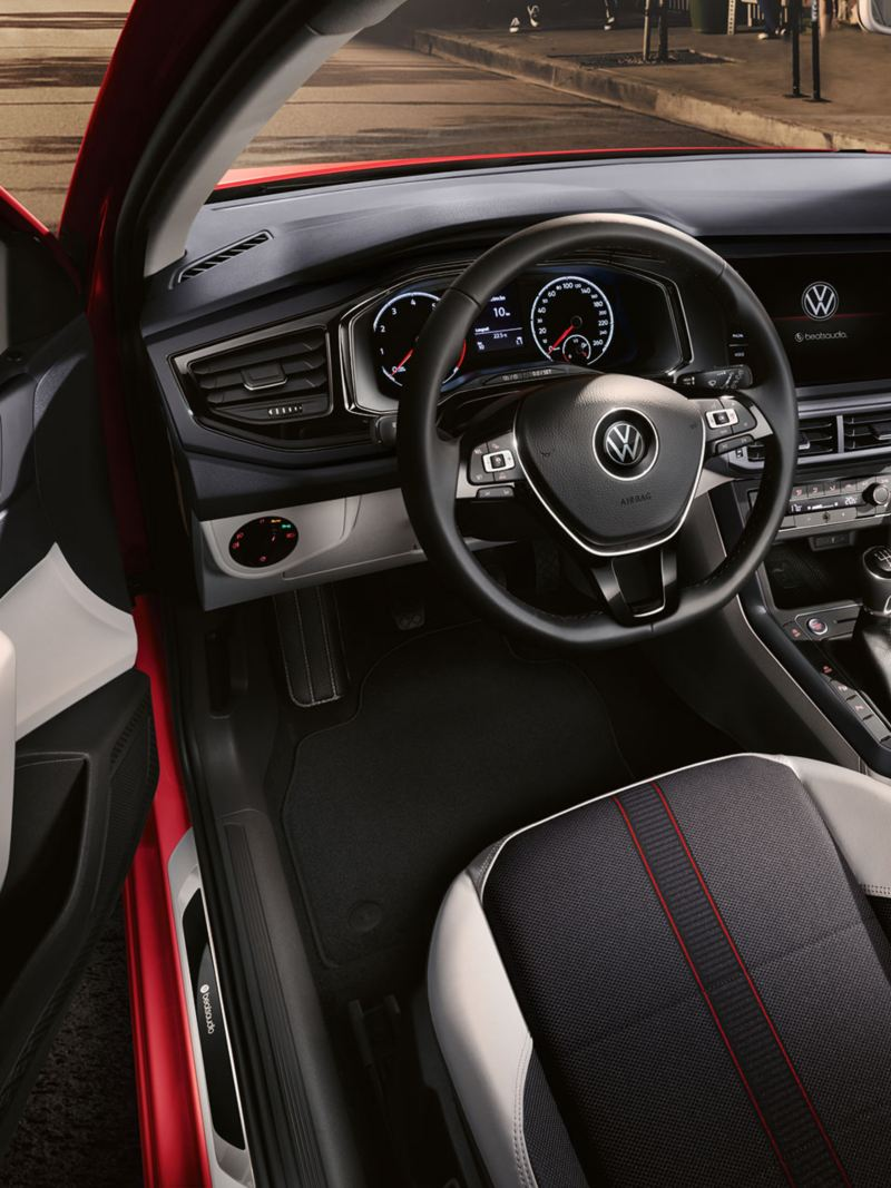 "VW Polo beats interior entry sills with ""beatsaudio""-Logo and decorative inserts in velvet red"