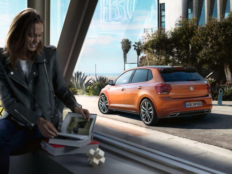 Volkswagen Polo posteriore Donna seduta vicino la finestra