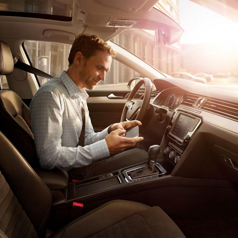 MirrorLink med Car-Net-navigasjonssystemet «Discover Pro».