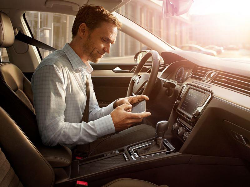 MirrorLink ar Car-Net navigācijas sistēmu Discover Pro.