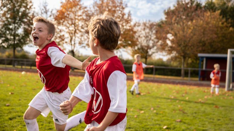 Die Kinder beim Fußballtraining