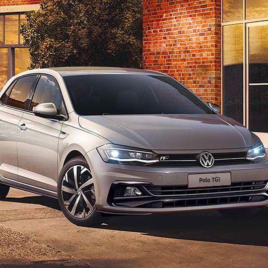 Volkswagen Polo TGI auto parcheggiata in città