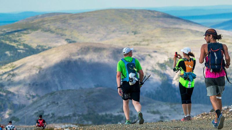 Passering av första toppen i ultraloppet. Foto: Poppis Suomela