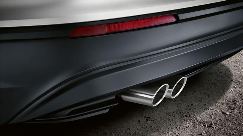 Una Volkswagen vista da dietro, dettaglio dell'impianto di scarico