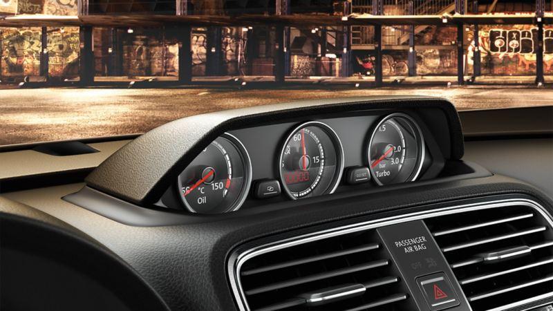 Dodatkowe wskaźniki w Volkswagenie z temperaturą oleju, ciśnieniem doładowania i wielofunkcyjnym stoperem