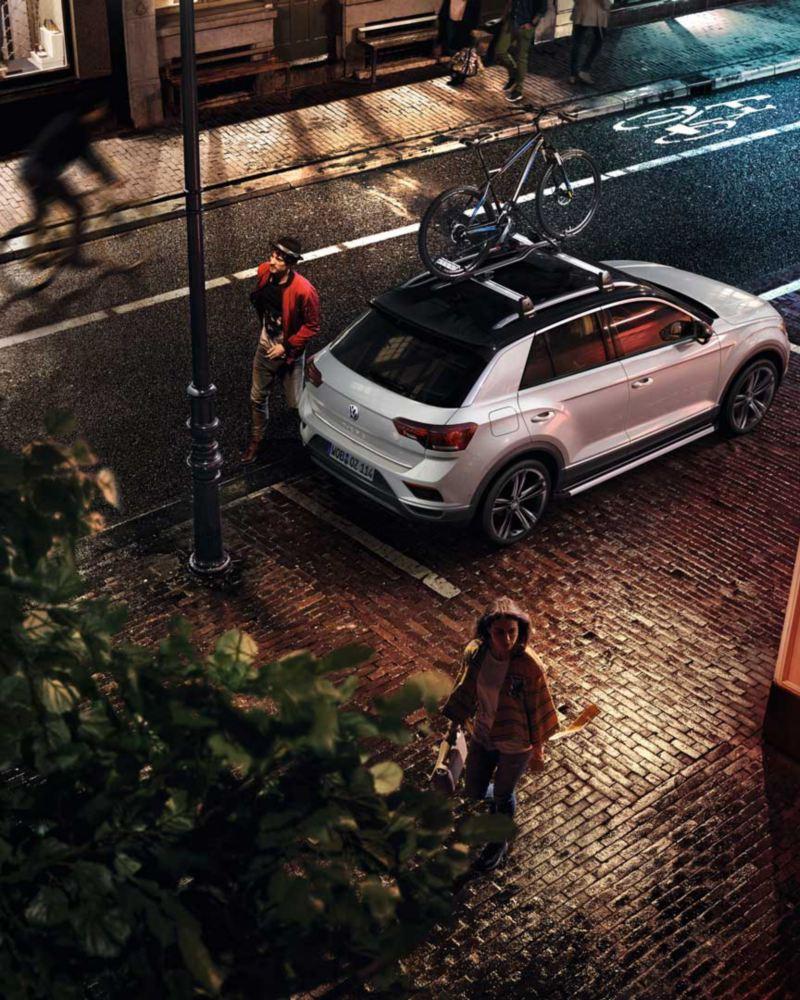 VW Volkswagen T-Roc Sport SUV med sykkelholder på taket