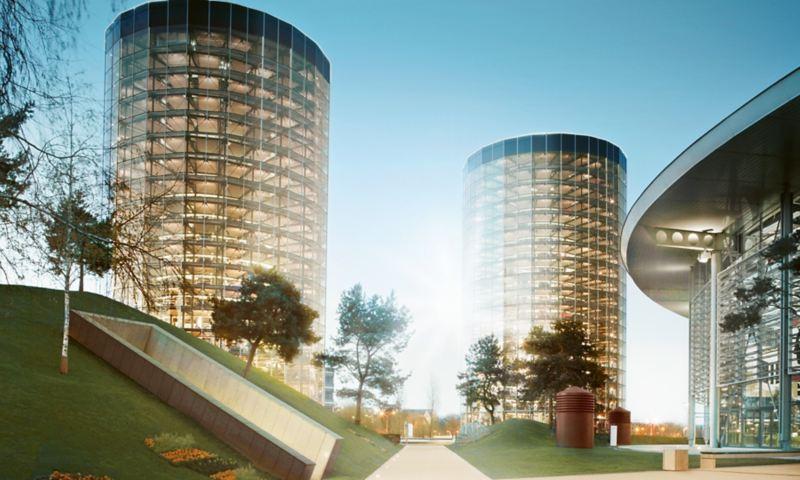 Blick auf die beiden Türme der VW Autostadt