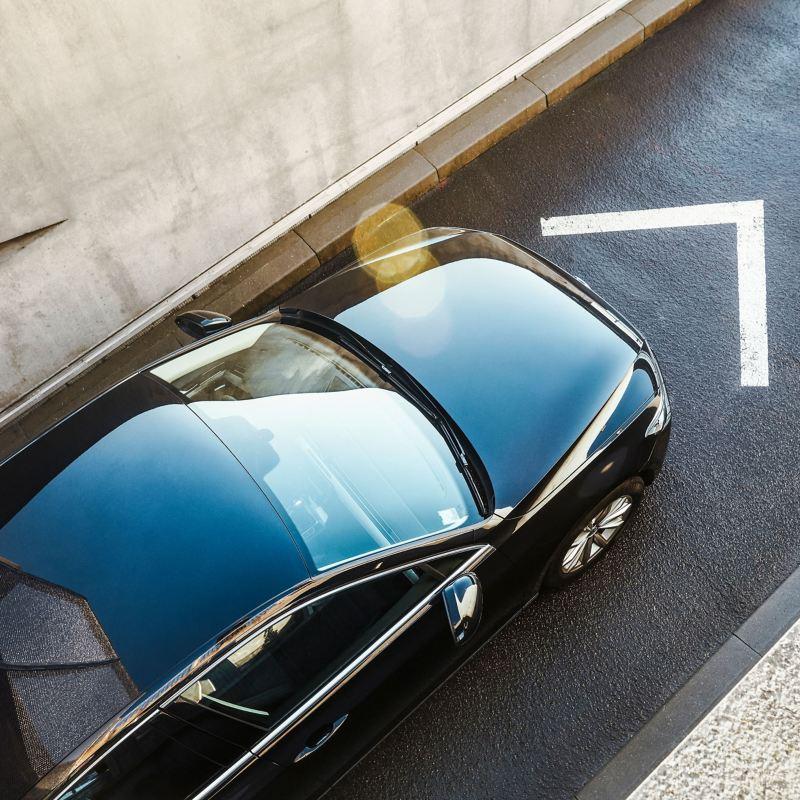 Volkswagen nera in marcia
