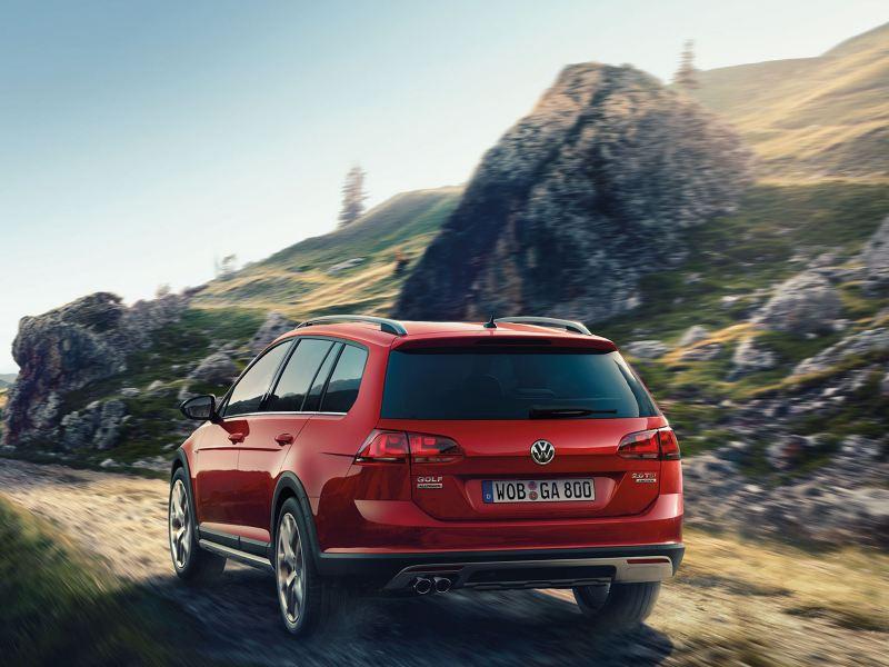 Volkswagen Golf Variant in offroad Assicurazione Pneumatici Immagine XF