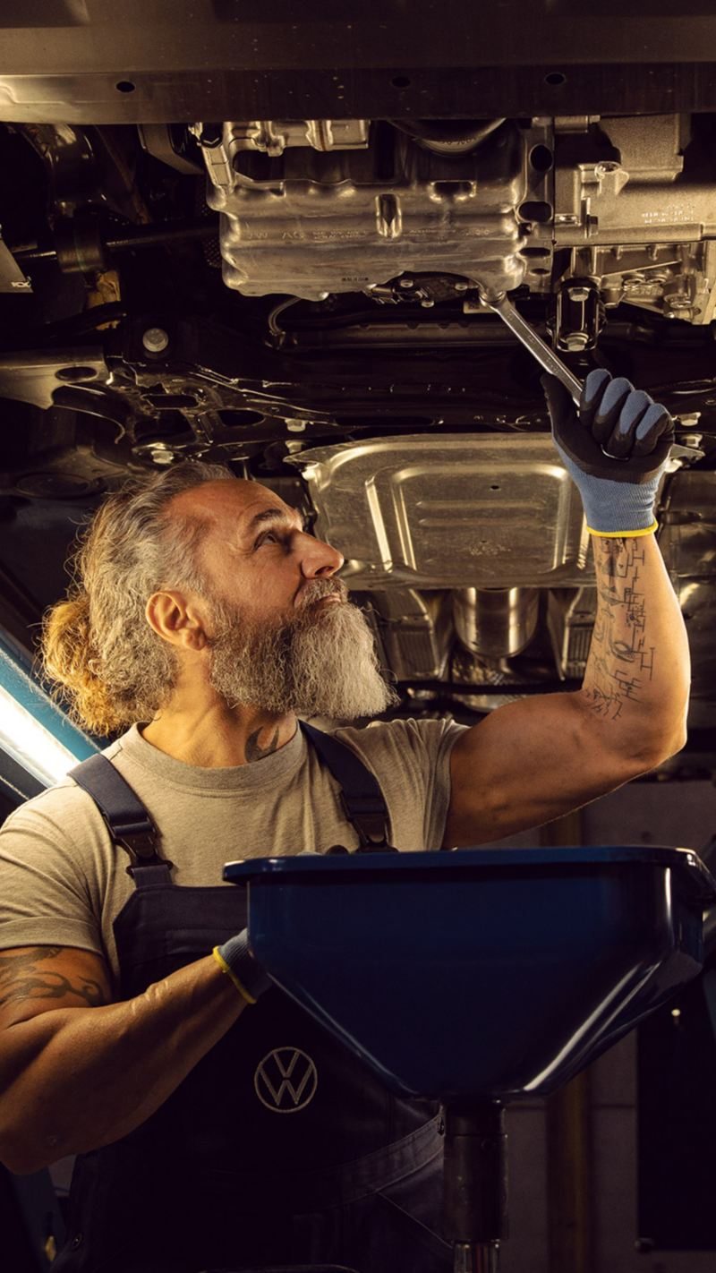 An inspection of a VW vehicle in the workshop – inspection and Visual check