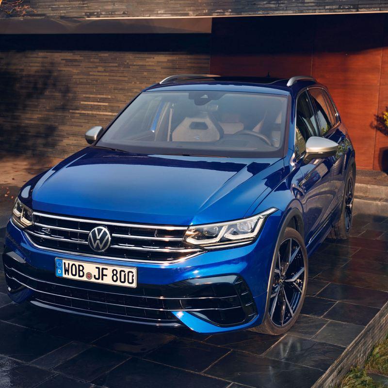 Tiguan R VW blu in garage – configura ora