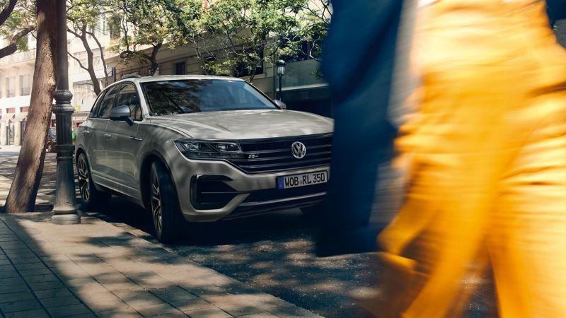 Volkswagen Parcheggiata a bordo strada
