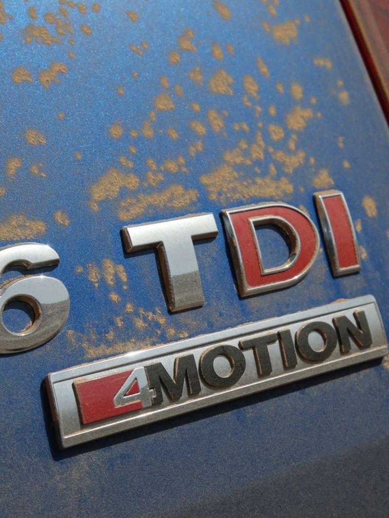 Volkswagen Amarok V6 TDI sandigt emblem efter offroadkörning i öknen i Oman