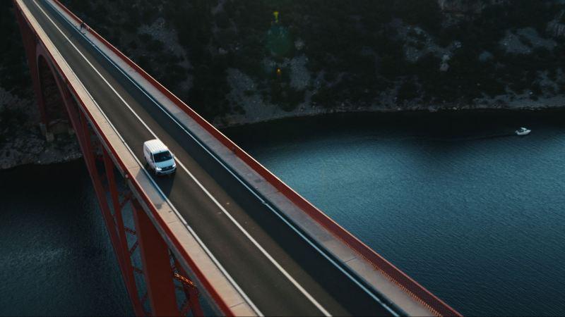 Volkswagen Transporter sillalla