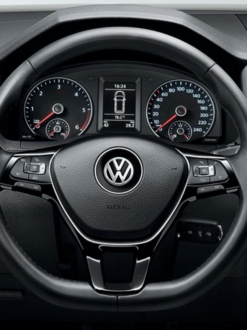 """Indicador multifunções """"Plus"""" e Rádio Composition Media da VW Caddy."""