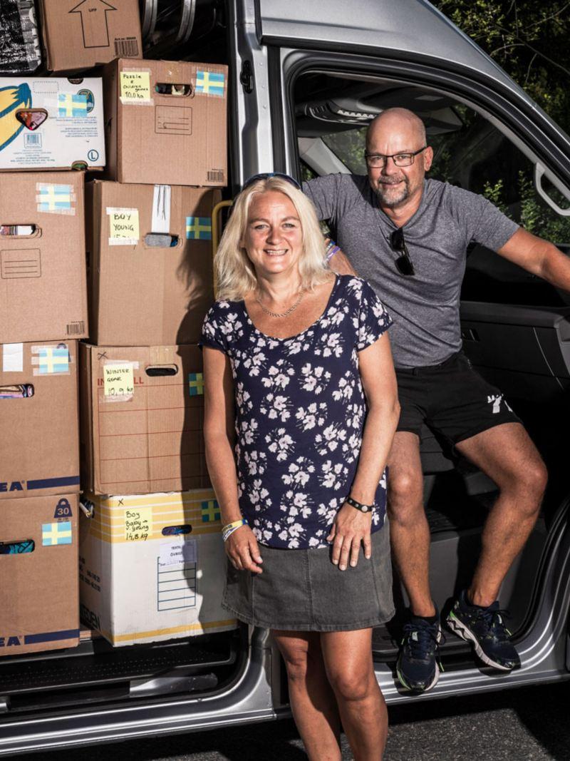 Susanne och Danne Stattin med en fullastad Crafter på väg till Moldavien