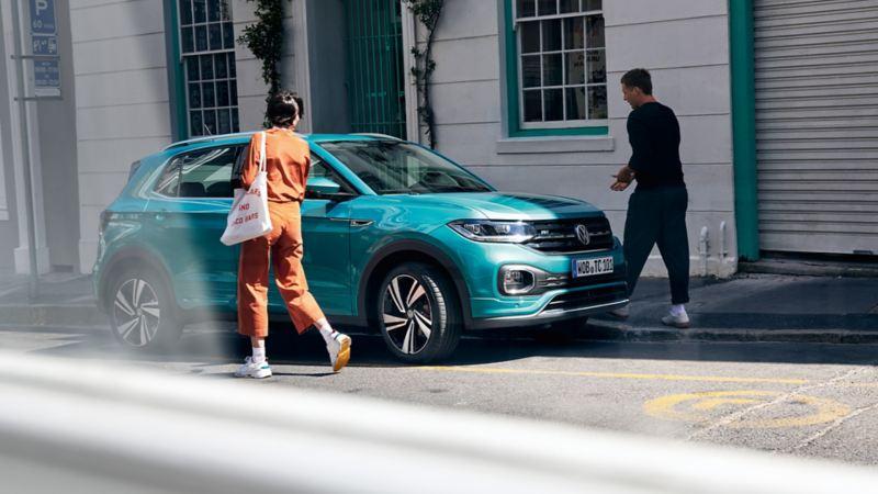 Volkswagen T-Cross parkert i gate