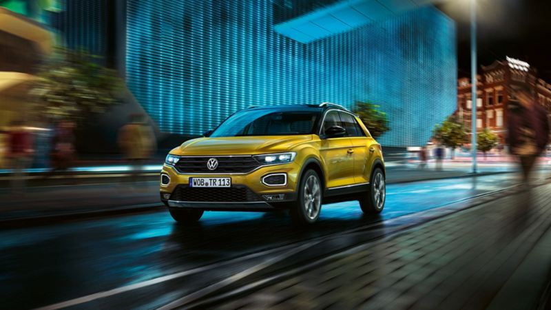 Volkswagen T-Roc forfra i fart ned gate