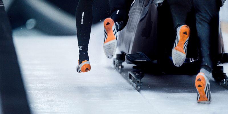 Bobteam beim Startsprint: Füße