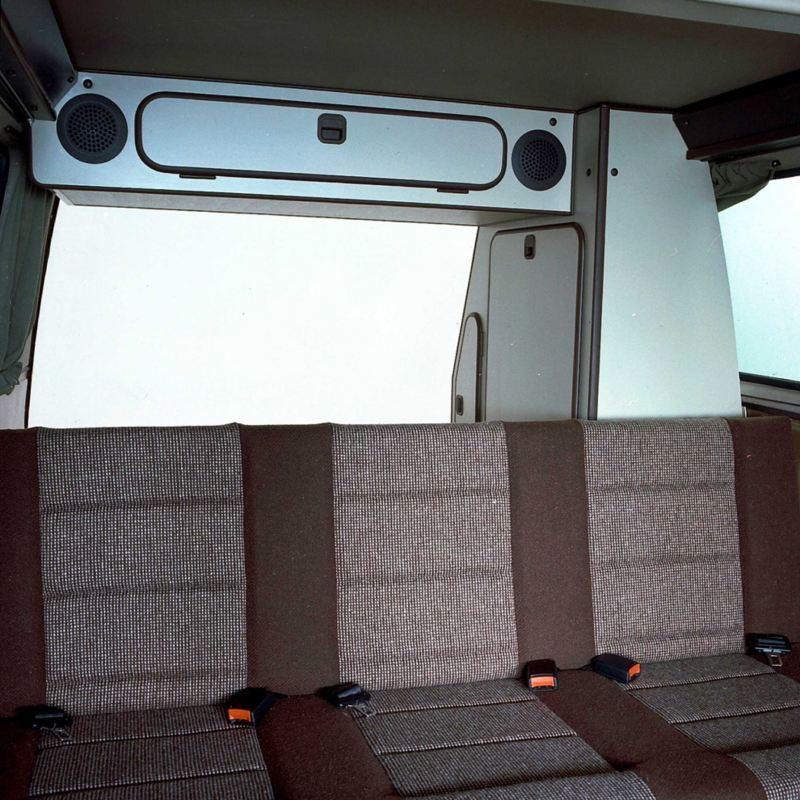 Interior da VW Multivan clássica.
