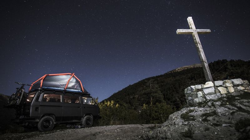 The T3 at night with roof tent
