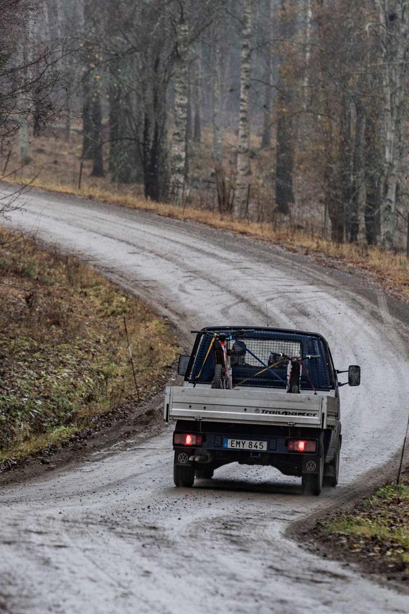 VW Transporter på grusvägarna mot Stråssa Gruva