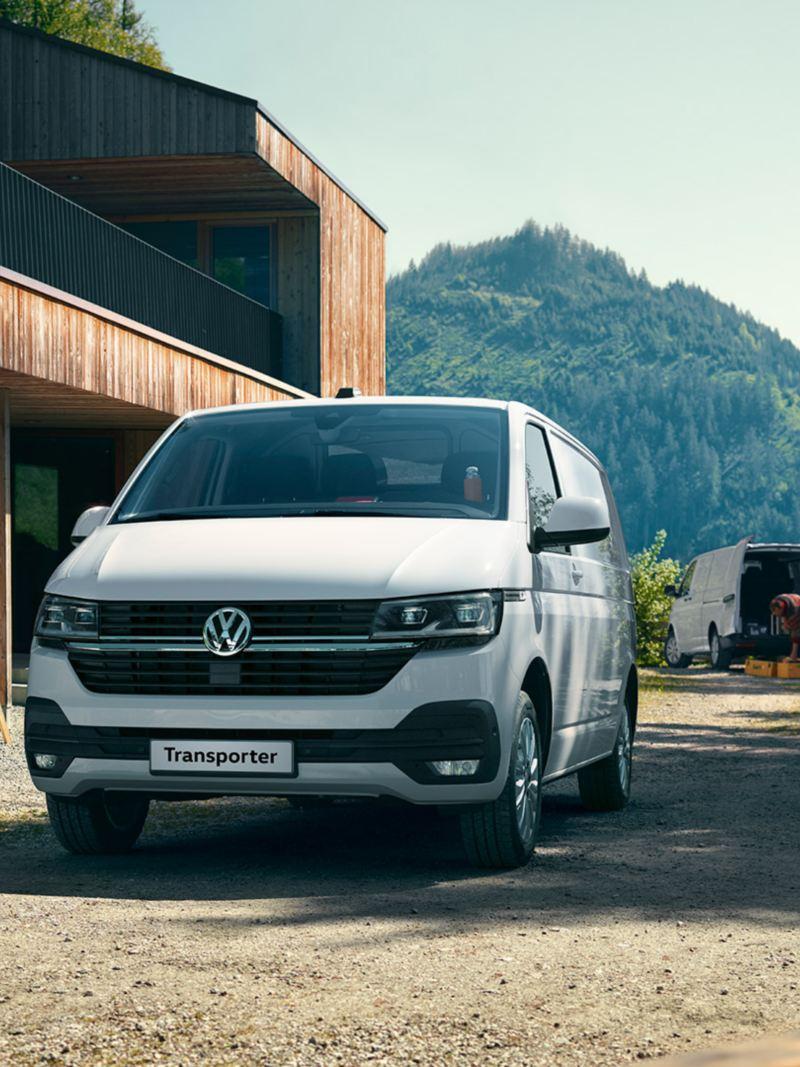 vw Volkswagen hvit Transporter varebil kassebil arbeidsbil pickup lasteplan firmabil
