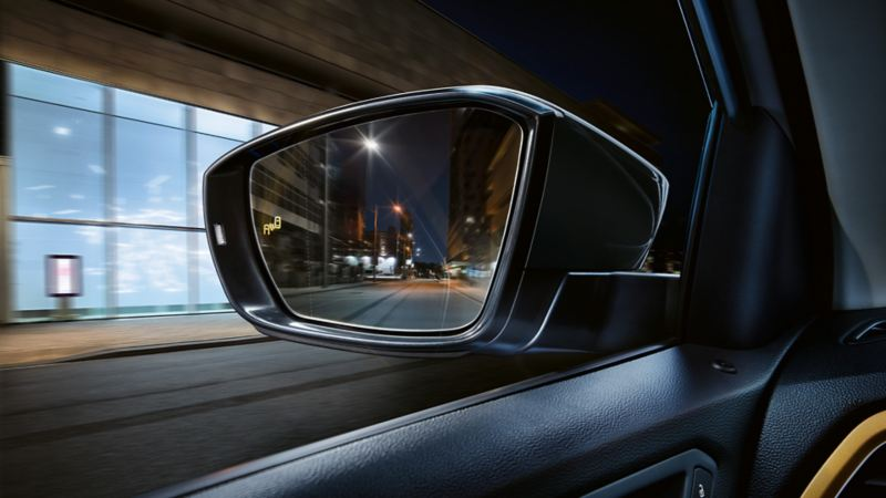 T-Roc rear view mirror with Blind Spot