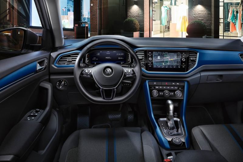 T-Roc Style interior with dash pads in ravenna blue