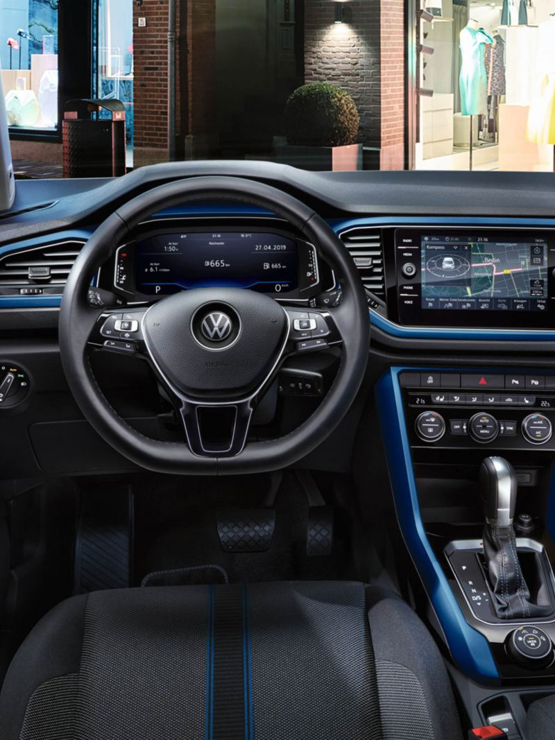 T-Roc Design interior with dash pads in ravenna blue