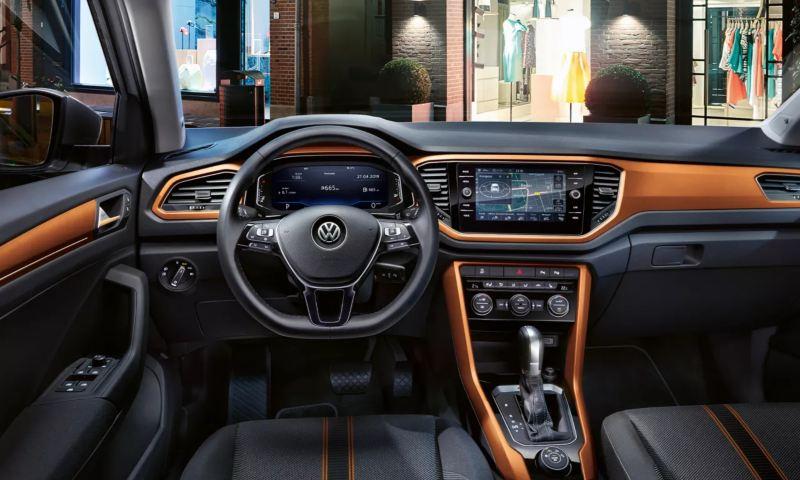 Intérieur du T-Roc Style avec tableau de bord orange Energetic