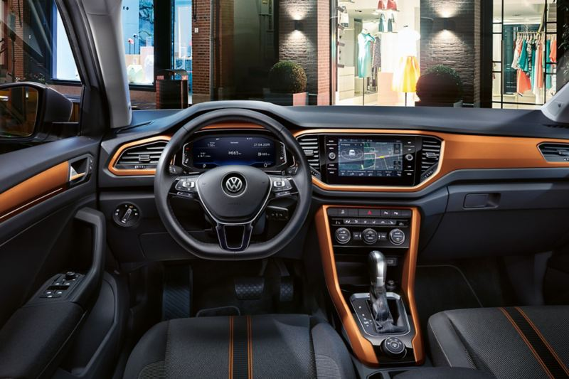 T-Roc Style interior with dash pads in energetic orange