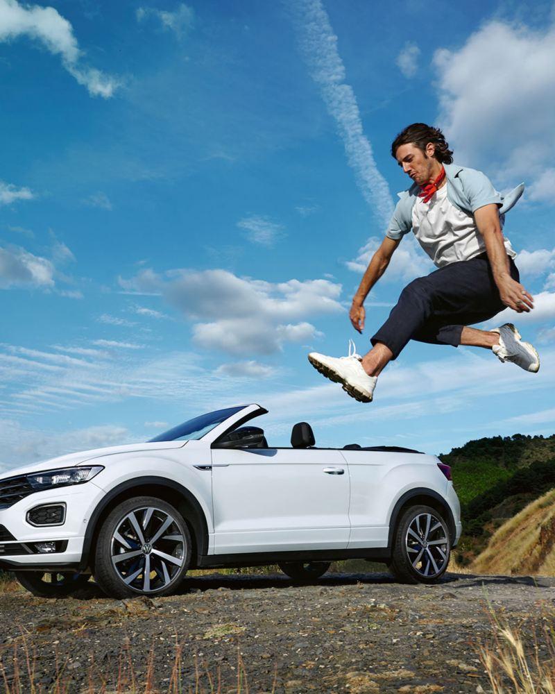 carro descapotável VW T-Roc Cabrio