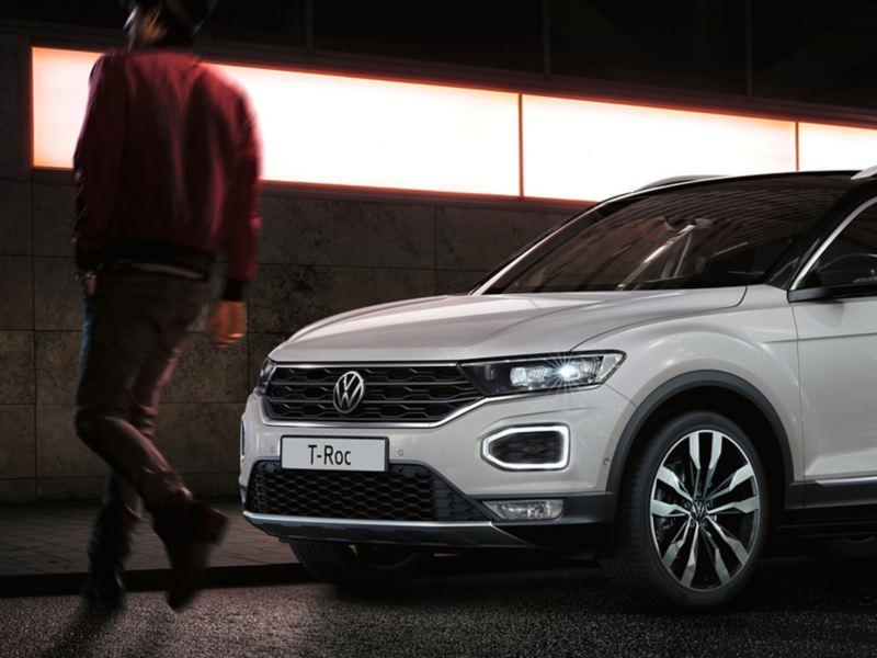 Volkswagen T-Roc Advanced, frontale con fari e luci diurne ad anello