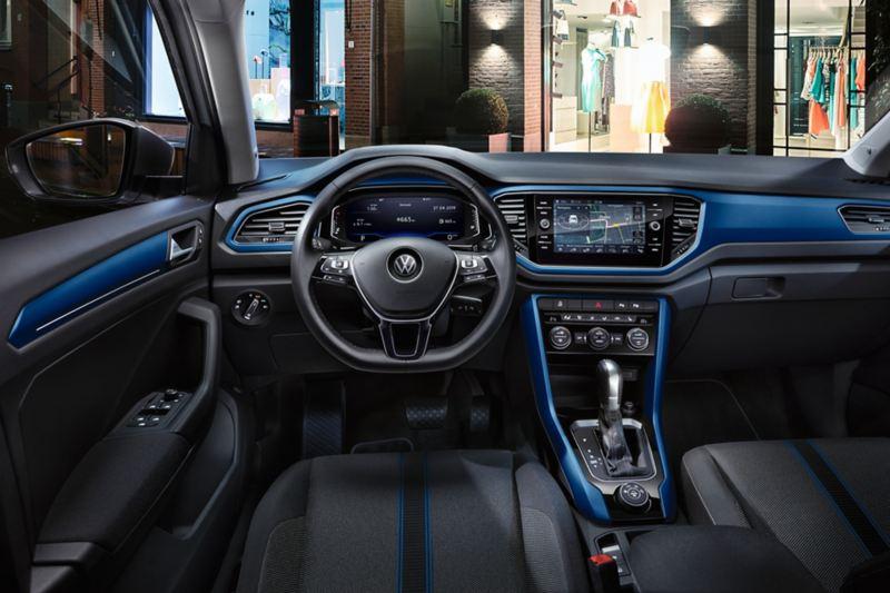 Volkswagen T-Roc Style, interni con dash pad in Ravenna Blue