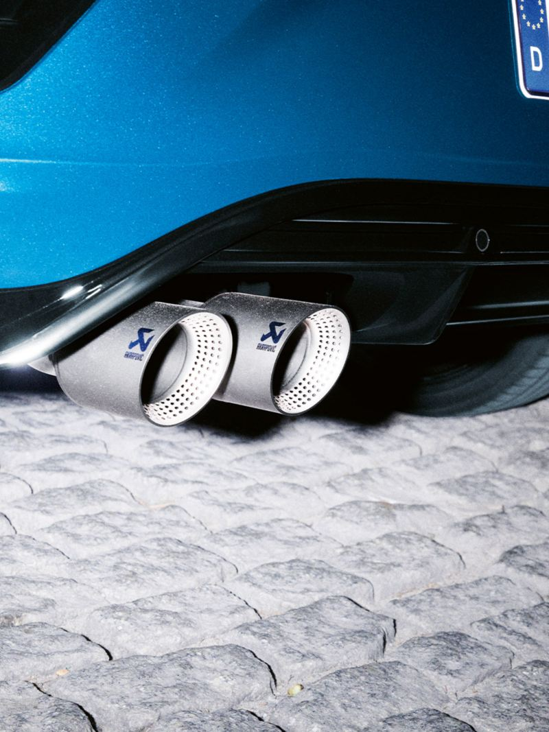 VW T-Roc R detail tailpipes