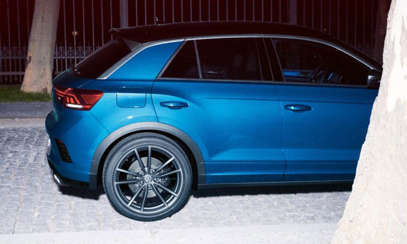 VW T-Roc R side view
