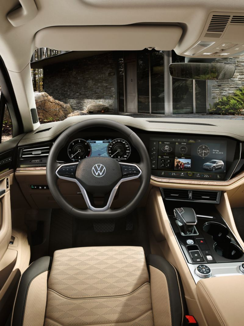 View of cockpit and dash panel in the VW Touareg