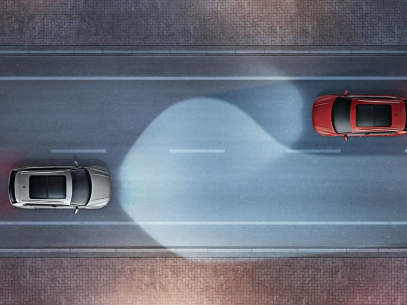 Tiguan on the road with Dynamic Light Assists meets oncoming traffic, bird's eye view