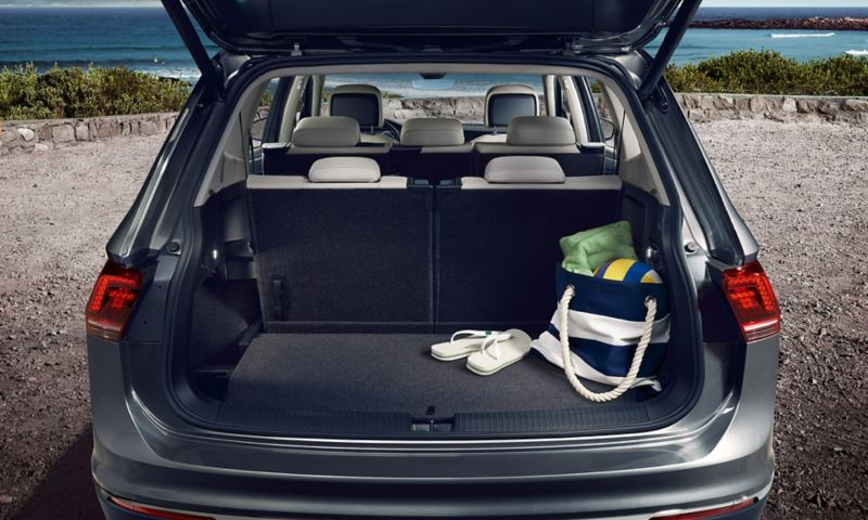 Boot of the VW Tiguan Allspace with open tailgate and set up third row of seats